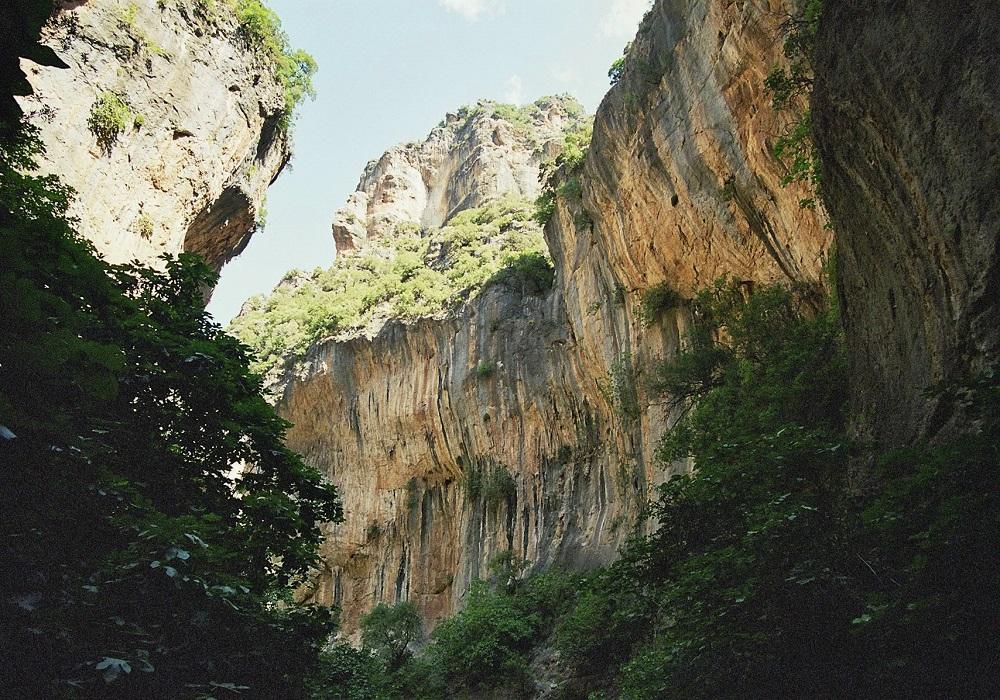 La Garganta Verde en la Sierra de Grazalema, Provinz Cádiz, Andalusien, Spanien.