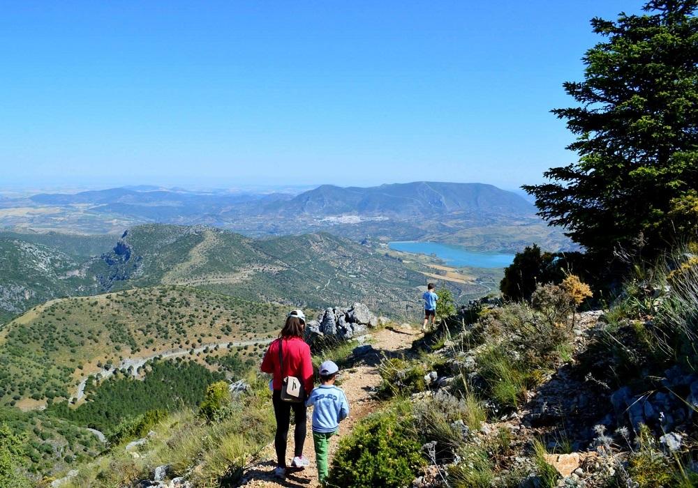 Wandern in der Sierra de Grazalema in der Provinz Cádiz, Andalusien, Spanien.