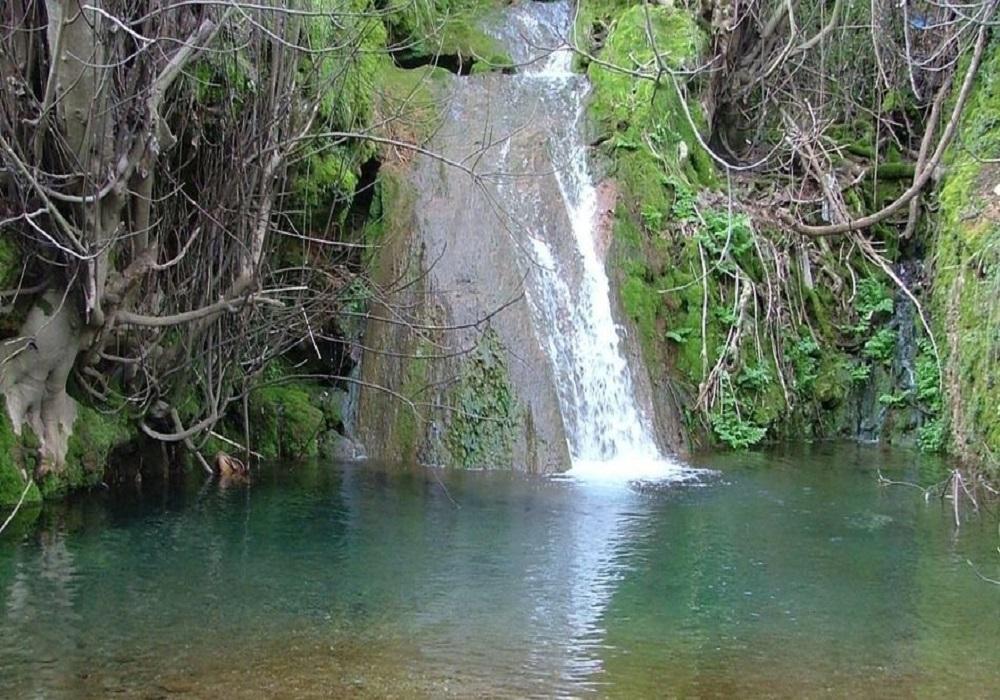 Wasserfall in der Sierra de Aracena in Andalusien, Spanien