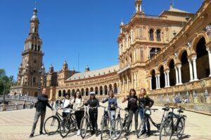 Tour en bici por Sevilla, parada en la Plaza de España