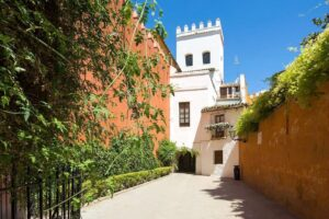 Sightseeing Walk Barrio Santa Cruz, Gate to Jewish Quarter