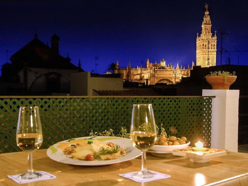Tapas Tour und Sightseeing in Sevilla, Giralda